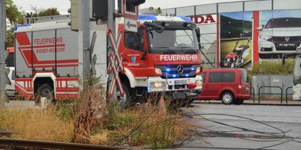 Lkw reißt Leitung der Wiener Lokalbahn ab
