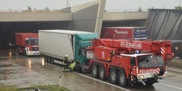 LKW Unfall im S1 Tunnel Vösendorf