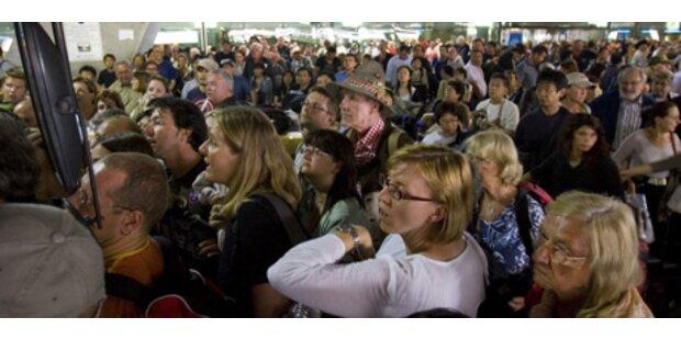 Tausende Touristen sitzen in Bangkok fest
