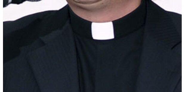 Pfarrer bestiehlt Gemeinde für Pornos