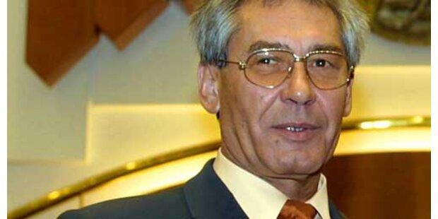 Landtagspräsident biss Kritiker