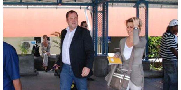 Paparazzo knipst Pröll bei der Ankunft
