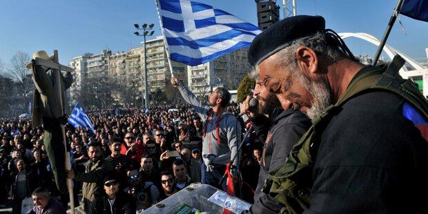 Griechische Bauern blockieren Grenzübergang