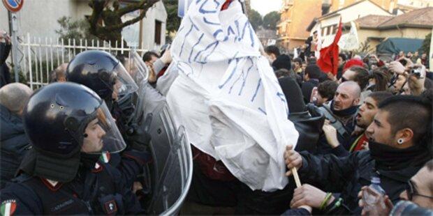 Verletzte bei Demo gegen Berlusconi