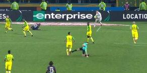 Bei PSG-Spiel: Schiri tritt Spieler um
