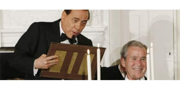 Berlusconi zerstört Bushs Rednerpult