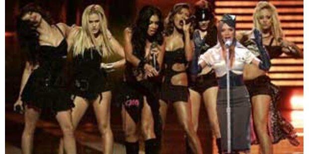 Victoria Beckham tritt bei den Pussycat Dolls auf
