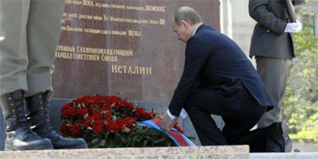 Putin legt Kranz bei Wiener Denkmal nieder