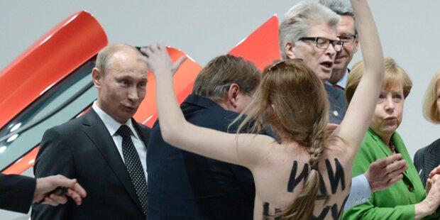 Busen-Attacke auf Putin