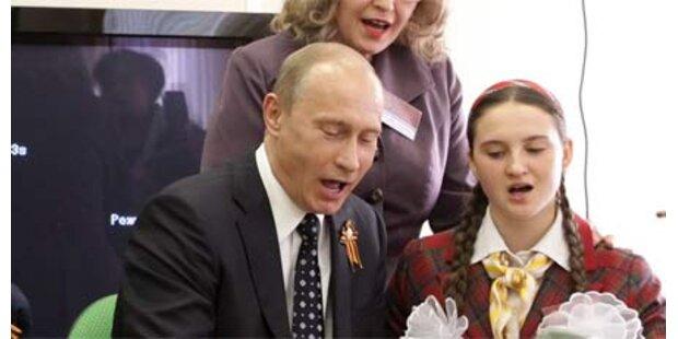 Putin half nervöser Schülerin mit Gesang