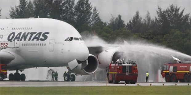 Riesenvogel A380 in Singapur notgelandet