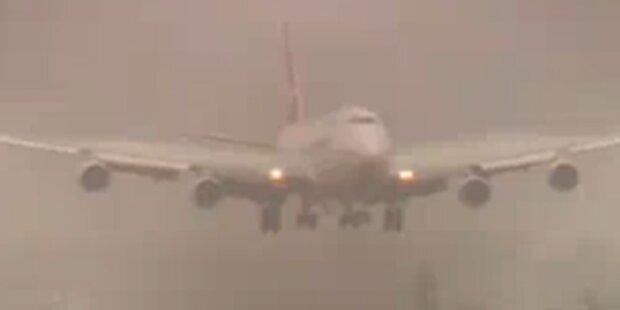 Wieder Qantas-Jumbo notgelandet