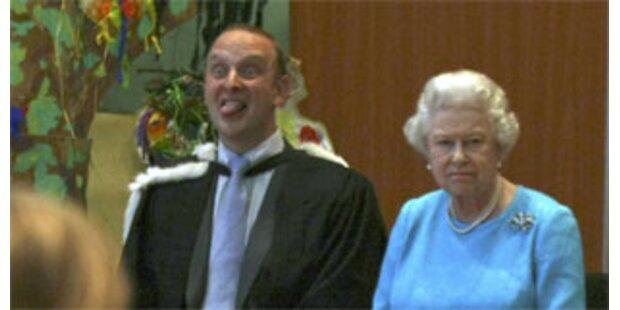 Lehrer schnitt bei Queen-Besuch Grimassen