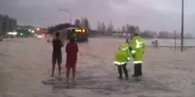 Queensland versinkt im Meeresschaum