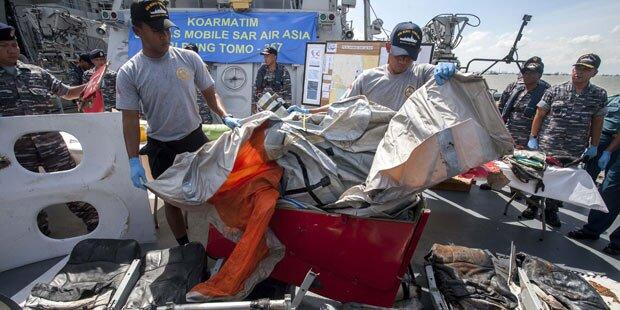 Flug QZ8501: Heck der Maschine entdeckt