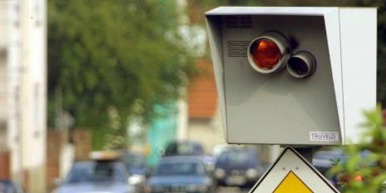 Schweizer Polizist rast in eigene Radarfalle