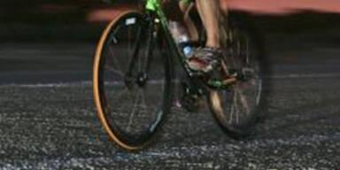 Radfahrer lebensgefährlich gestürzt