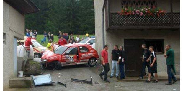 Drei Schwerverletzte bei Rallye-Unfall