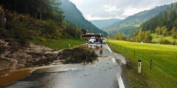 Mure erfasst Auto: Insassen unverletzt