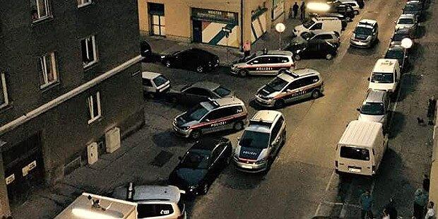 Randale in Gemeindebau: Polizei-Großeinsatz