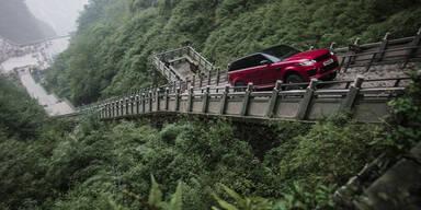 Range Rover bezwingt unfassbare Treppe