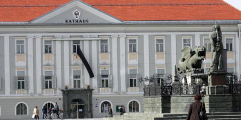 Polizei stürmt Klagenfurter Rathaus