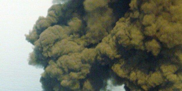 Südatlantik: Ölplattform steht in Flammen