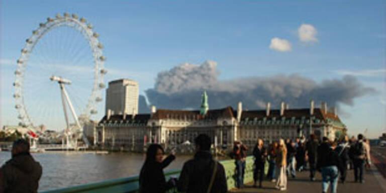 Großfeuer auf Londoner Olympia-Gelände