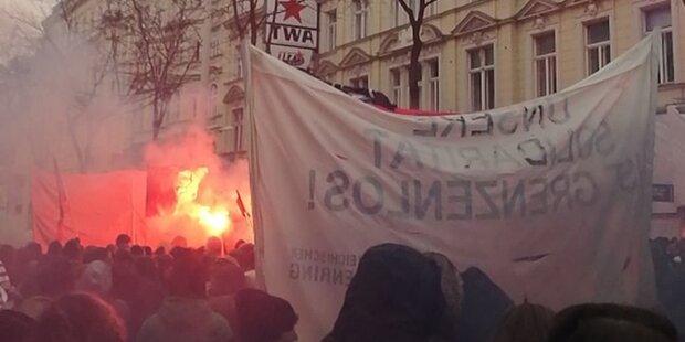 Rauchbomben auf Demo gegen Regierung