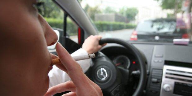 Parlament verbietet Rauchen im Auto
