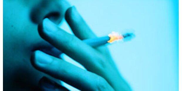 Beim Rauchen aus dem Fenster gestürzt