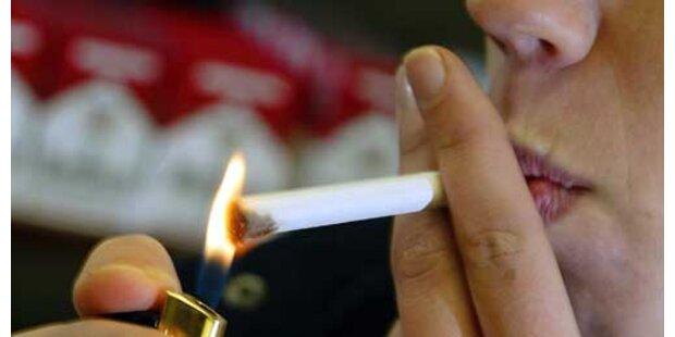 Vater zwang Zweijährigen zum Rauchen