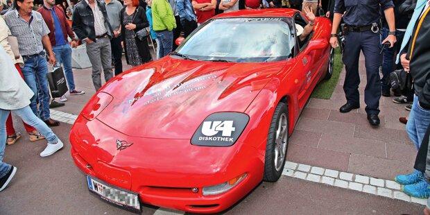 Corvette kracht in Casino