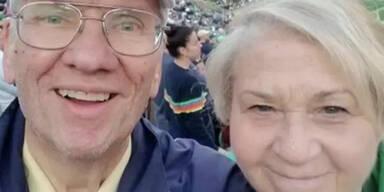 Ehepaar isoliert sich ein Jahr – und stirbt gemeinsam an Corona