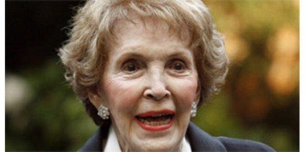 Nancy Reagan liegt mit Beckenbruch im Spital