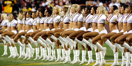 Cheerleader zu Escort-Service gezwungen