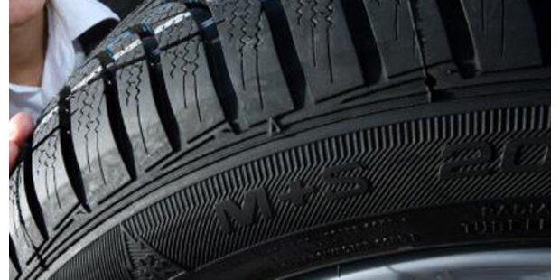 Betrunkener Autolenker verliert zwei Reifen
