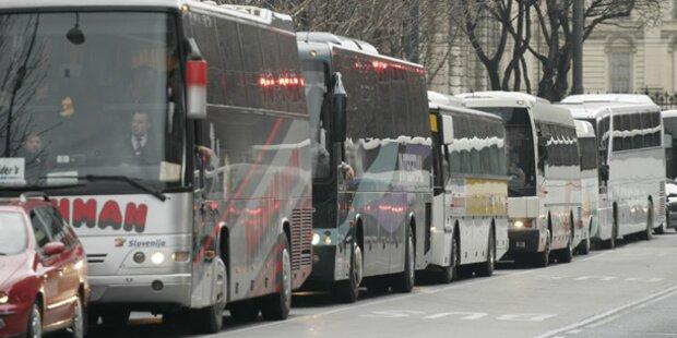 3 Reisebusse wegen Mängeln aus Verkehr gezogen