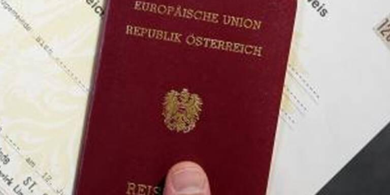 Rund 900 gefälschte Reisedokumente 2007