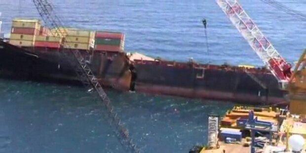 Bricht Containerschiff Rena auseinander?