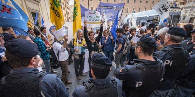 Krawalle bei Demo gegen Renzis Regierung