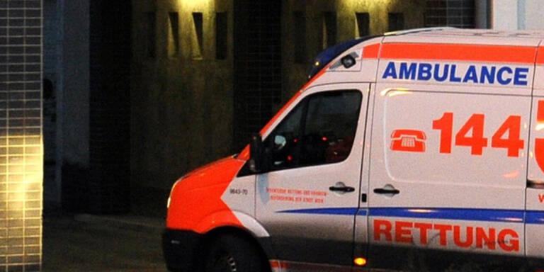 Fußgänger von Auto angefahren - schwerverletzt