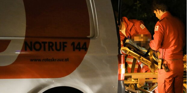 Lenker raste mit Pärchen gegen Tunnel
