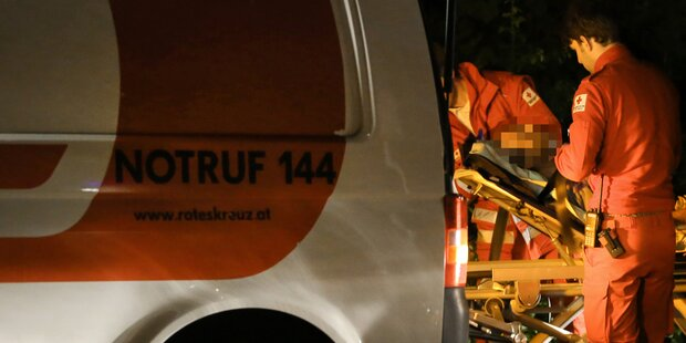 Drama in OÖ: Radfahrer stürzt über Böschungsmauer - tot