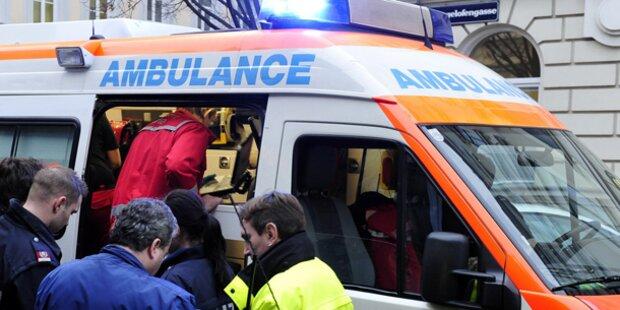 Sechs Verletzte bei Pkw-Kollision