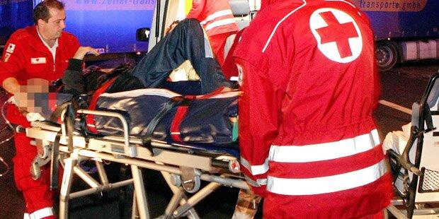 Mann überschlägt sich mit Quad - schwer verletzt