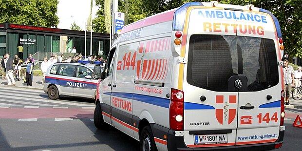 Wien: Arbeiter (19) von Dach gestürzt - schwer verletzt