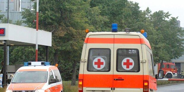 Mann (63) nach Sturz von Leiter schwer verletzt