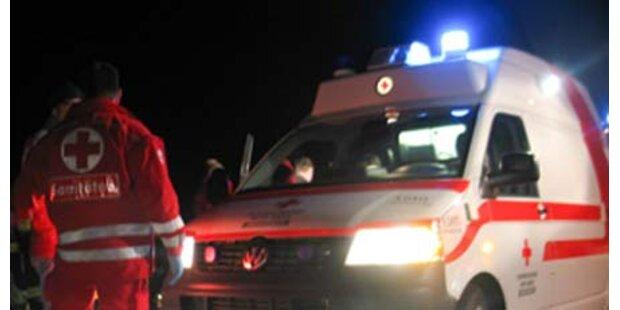 Fußgänger von PKW niedergefahren - tot