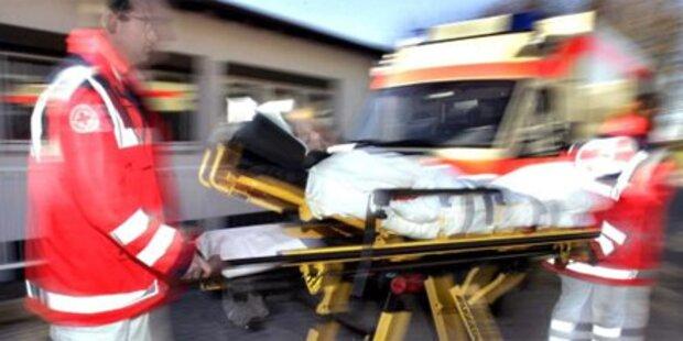 Lkw rast in Stauende - Familie verletzt